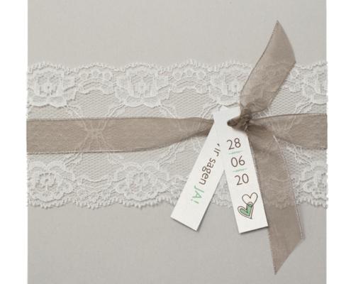 wunderschöne Hochzeitseinladung aus grauem Naturkarton, Hochzeitskarten mit Spitze