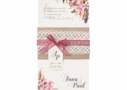 hübsche Hochzeitskarte mit Kraftpapierwickel, Organzabändchen, Spitzeneinlage und Blütenmotiv, Hochzeitskarten Einladungen