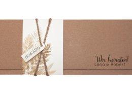 edle Einladung aus Kraftkarton mit Banderole und filigranem Farnmotiv, Hochzeitskarten Düsseldorf