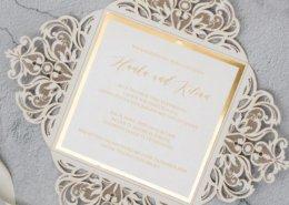 Lasercut Hochzeitskarte mit Golddruck und schwungvoller Handschrift