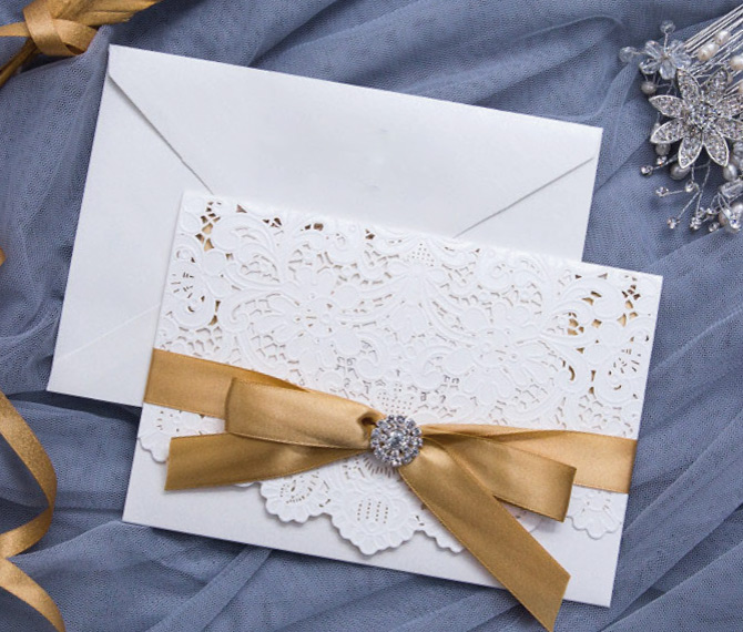 elegante Hochzeitskarte, Lasercut, gold-weiß, Hochzeitskarten mit Spitze