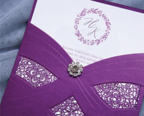 elegante Hochzeitskarte mit Brosche, Strass-Steinen, elegante Prägungen, hochzeitskarten luxus