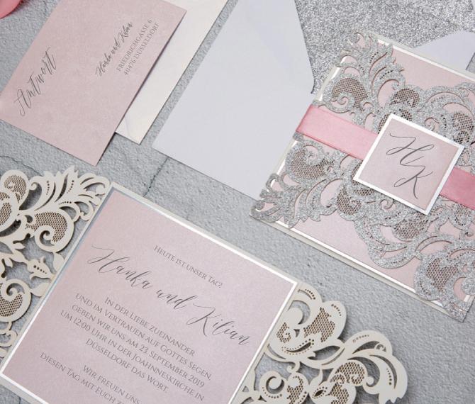 Einladungskarte, Glitzerkarton in elegantem Silber, filigrane Ornamente, edle hochzeitspapeterie
