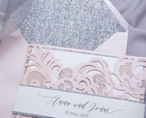 elegante Hochzeitskarte, feine Kalligraphie, Lasercut, hochzeitskarten rose