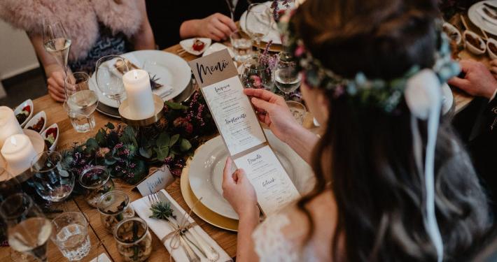 Hochzeitsessen, Menükarte, Tischdekoration, Fingerfood