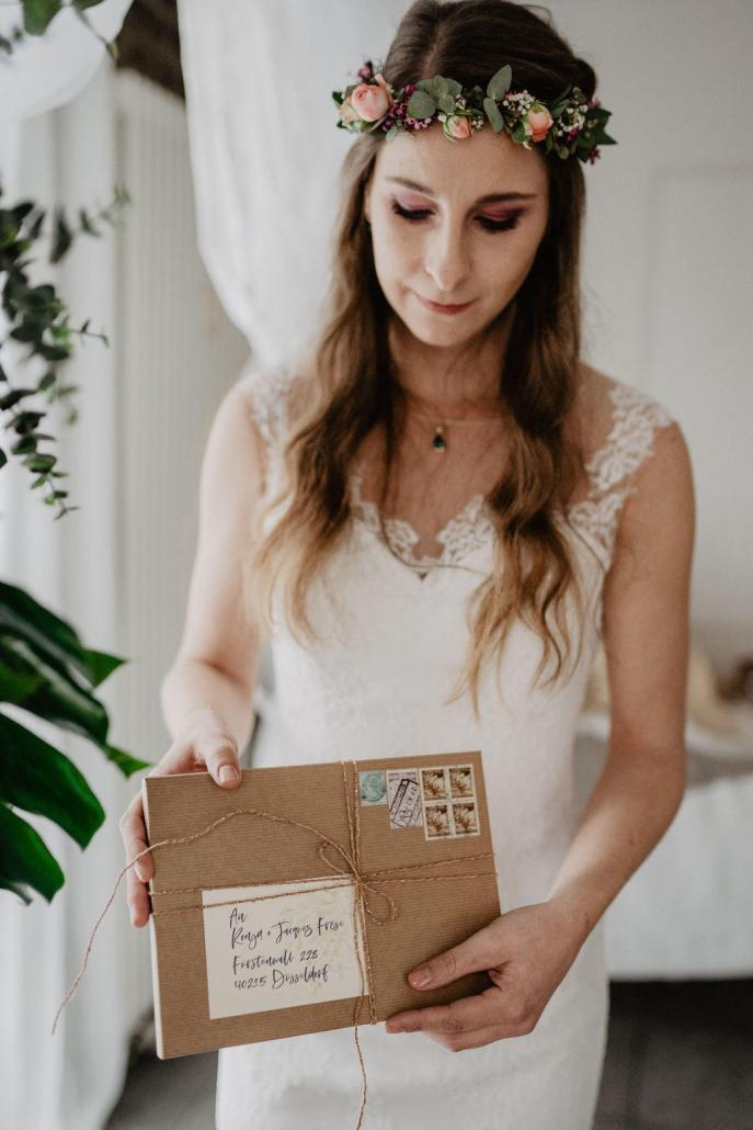 Vintage Brautkleid Spitze Hochzeitspapeterie