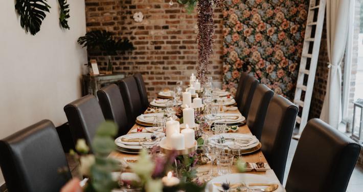 Vintage Hochzeit Location Backstein Tisch