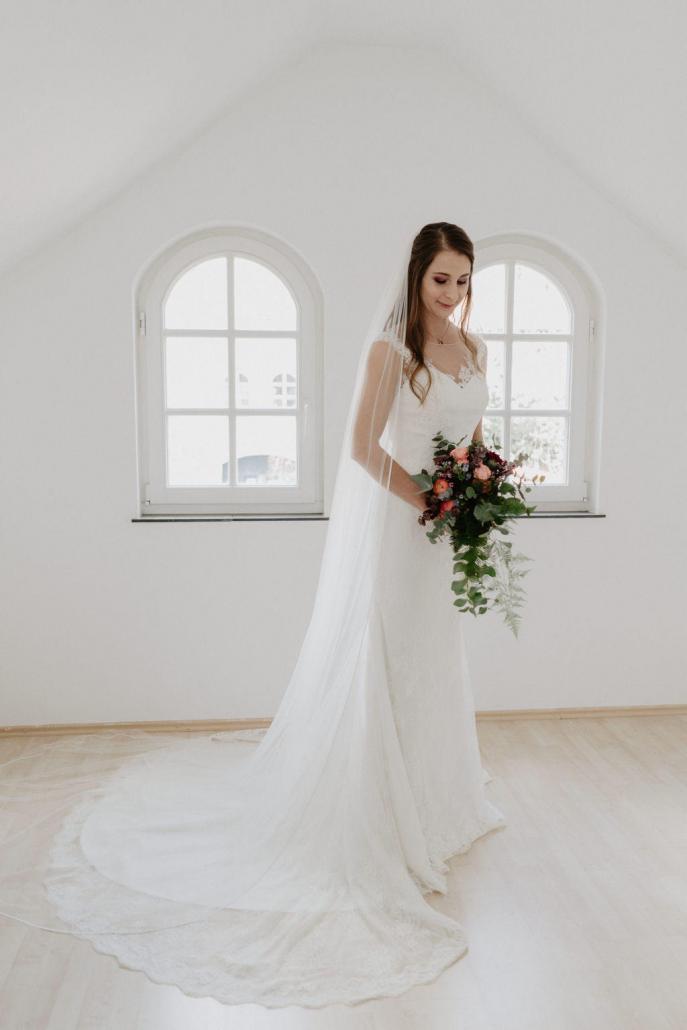 Vintage Hochzeitskleid Spitze Schleppe Schleier