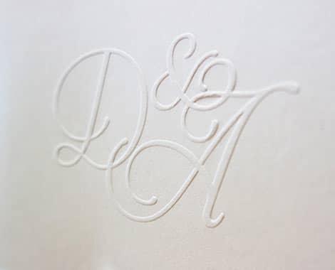 Hochzeitskarte mit Prägung, Druck eines Hochzeitslogos, individuelle Illustration